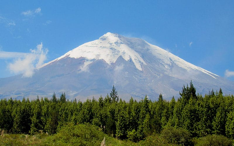 cotopaxi-volcano-ecuador-hop-bus