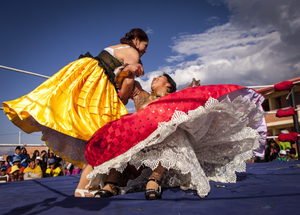 Bolivian Cholita Wrestling - Cholitas wrestling in ring
